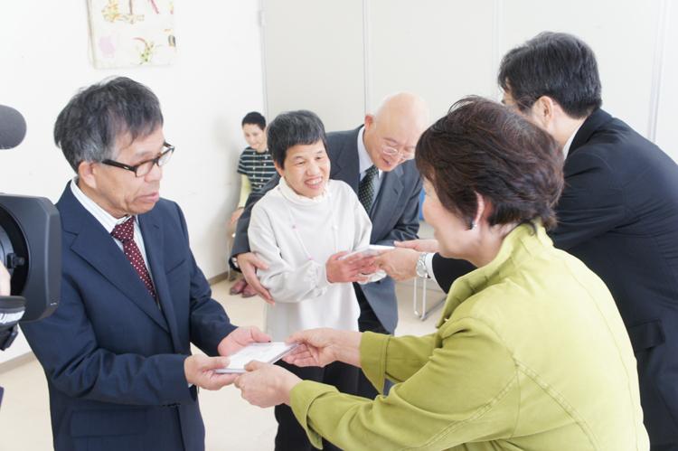 障害者施設にアナウンサーの朗読CD贈呈