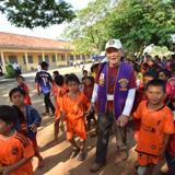 町ぐるみで取り組むカンボジア学校支援