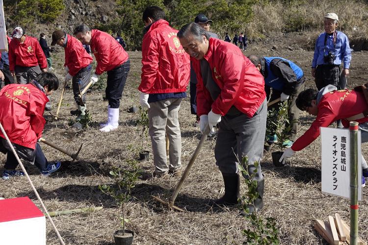 緑の少年団と共に植樹祭
