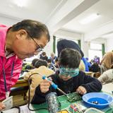 親子で組み立てるラジオ教室開催