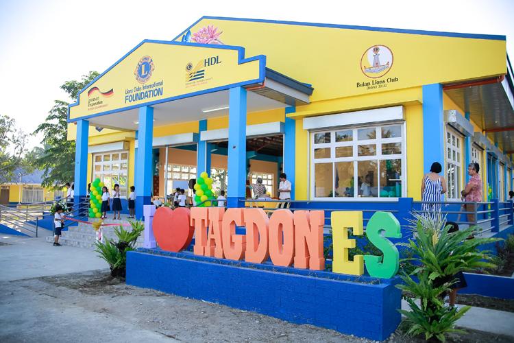 学生と地域住民に喜びを与える学校再建