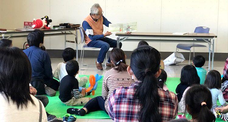 """""""5才児夢の絵画展""""で 絵本の読み聞かせ会"""
