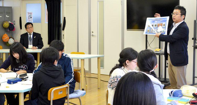 グループ討議で意欲高める 薬物乱用防止教室