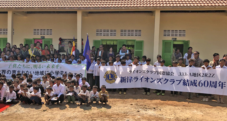 カンボジアへ3年連続の小学校寄贈と鉄の魚贈呈