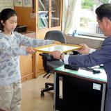 ヘアドネーション協力児童に感謝状贈呈