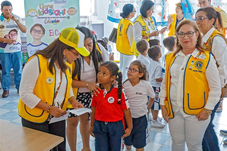 コロンビアの生活を変えるキッズサイト・プログラム