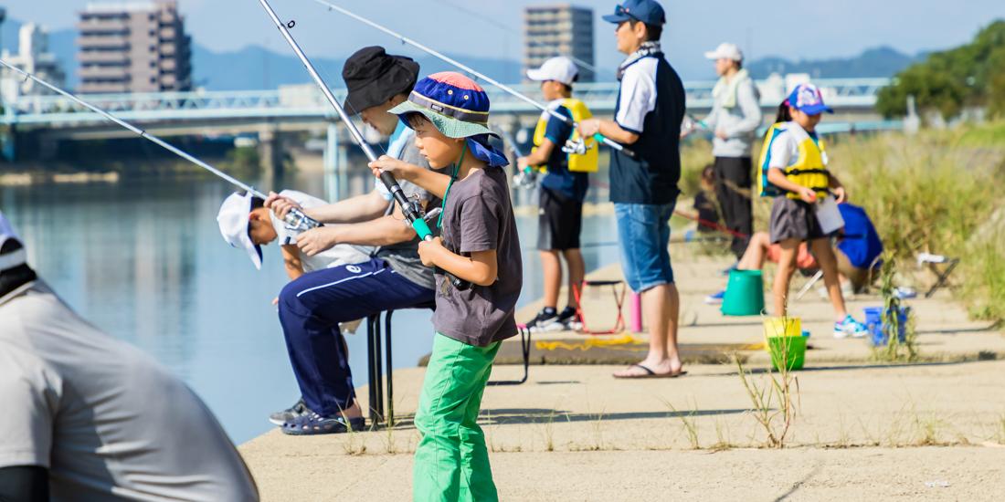 地元の鏡川を親子で楽しむちびっこハゼ釣り大会