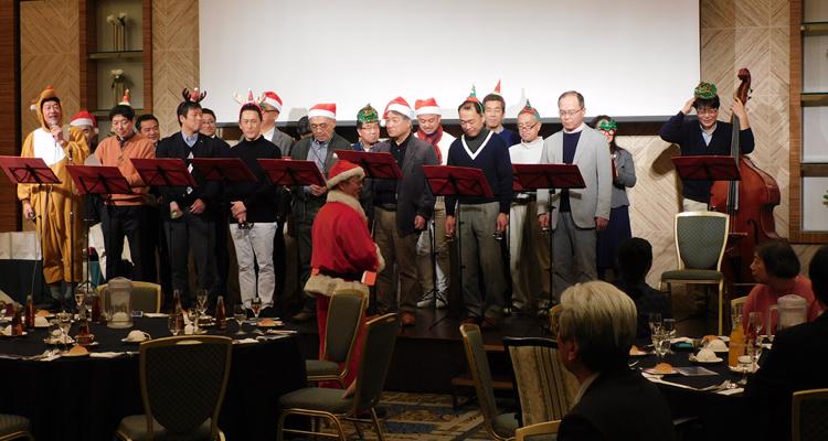 ハンドベル隊が施設のクリスマス会に参加