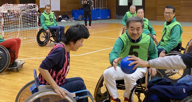車いすハンドボール大会に支援、参加、初勝利!