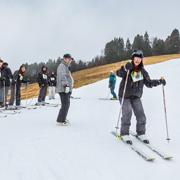 YCEプログラムの参加者とスキー研修