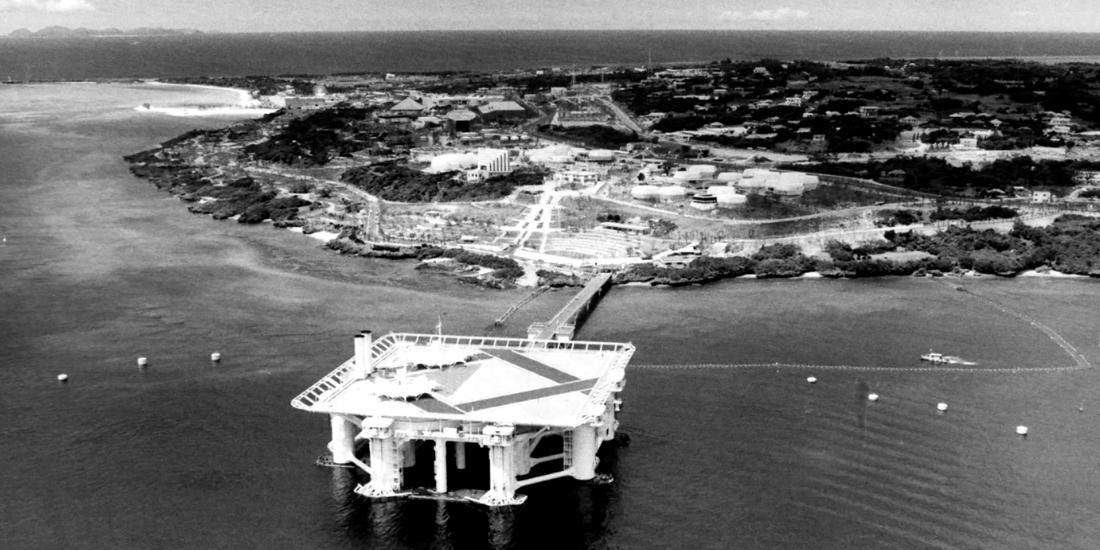 沖縄海洋博を楽しんで! 車いすを押して会場を案内