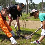 安らぐ公園を作るため東日本大震災復興祈念植樹