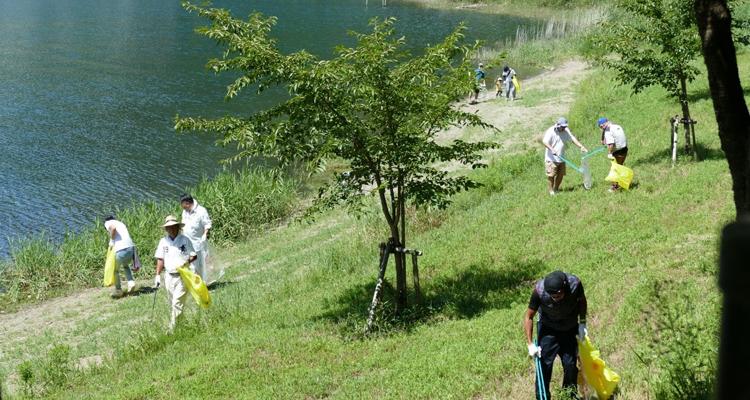 クラブ初の奉仕事業 富士山周辺の清掃活動