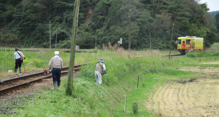 35年間続く明知線沿線での草刈り作業
