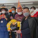 障害者施設へハロウィーンの菓子を贈呈