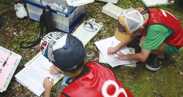 荒川水質調査協力と調査活動支援品の贈呈