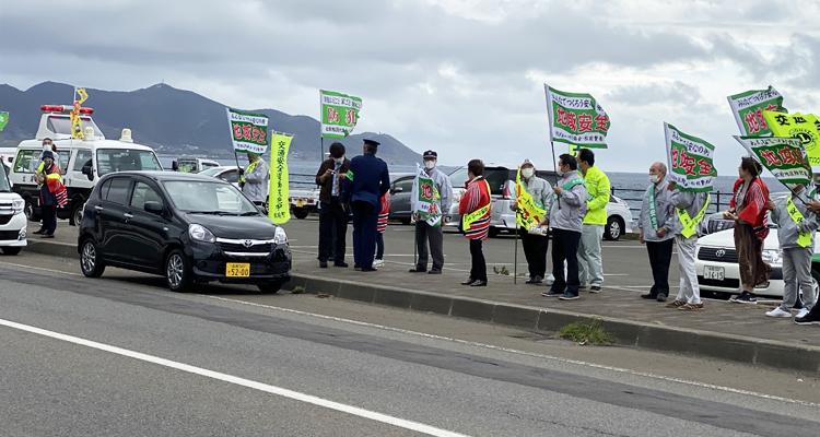 警察と連携した交通安全啓発運動