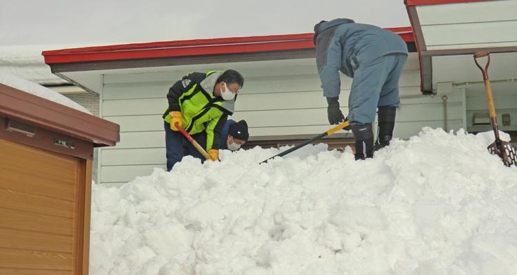 記録的豪雪を掘る 独居高齢者宅での除雪活動