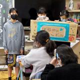 日本の小学生と協力しモンゴルの子へ服を贈る