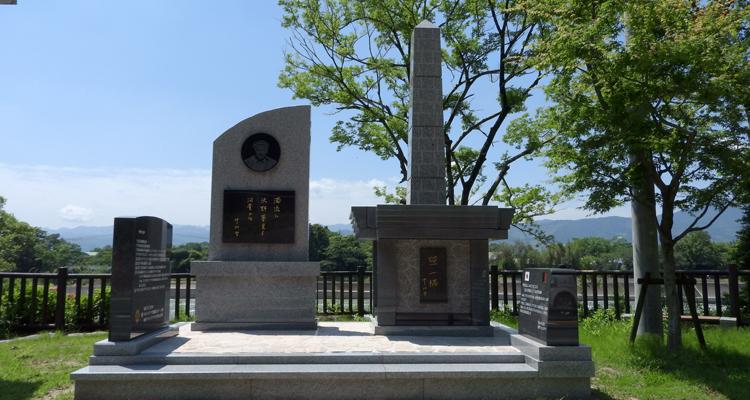 中村哲氏の功績を顕彰する記念碑、記念塔を建立
