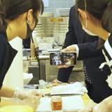 日本とイタリアの生徒がオンラインで料理交流